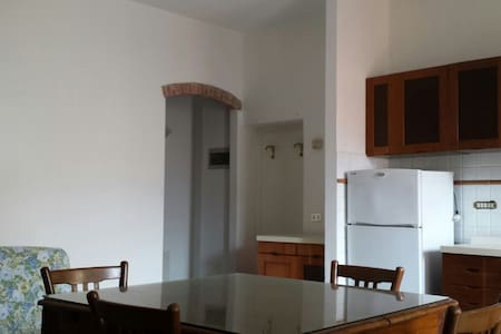 Caratteristico appartamento central - Apartamento