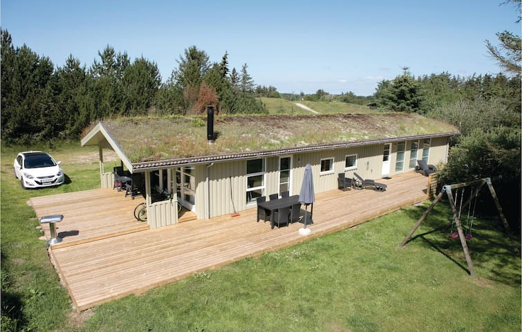 Holiday cottage with 4 bedrooms on 126m² in Løkken