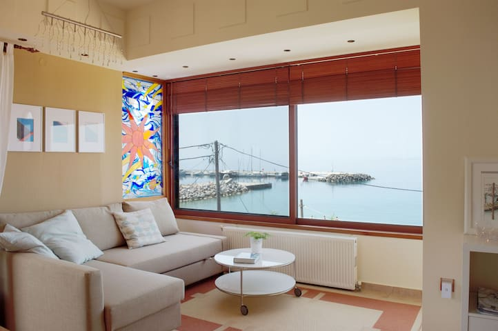 Comfortable Apartment On the Sea - Nea Skioni - Rumah