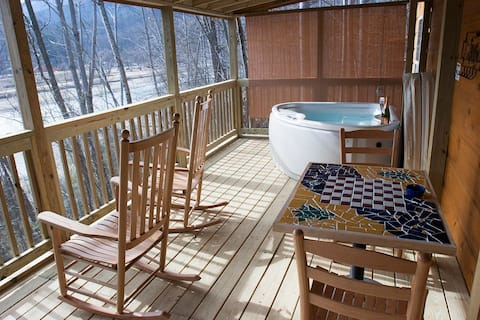 Owl's Nest Cabin, Romantic Cabin on Lake Lure
