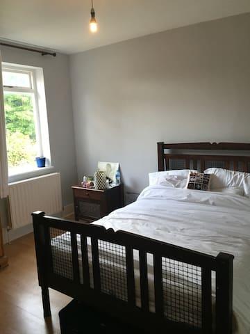 South Norwood :  Room in Modern London luxury Flat - Londra - Bed & Breakfast