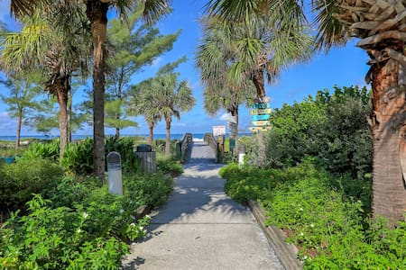 Apt 6 2BR Walk 2 BEACH Pet Friendly Great Location