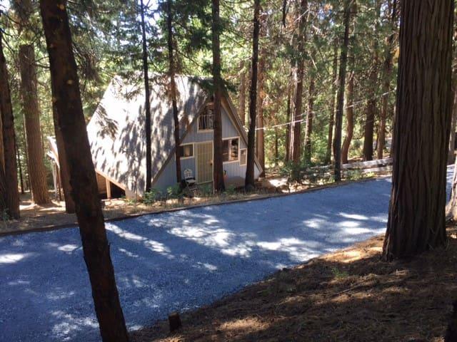Charming A-Frame Cabin - Pollock Pines - Cabana