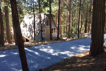 Charming A-Frame Cabin - Pollock Pines - 小木屋