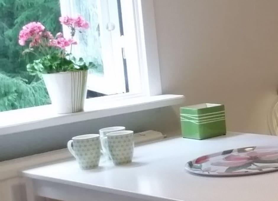 Matbord på rummet