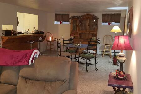 1200ft Bsm apt. In home on 2 acres. - Grand Junction