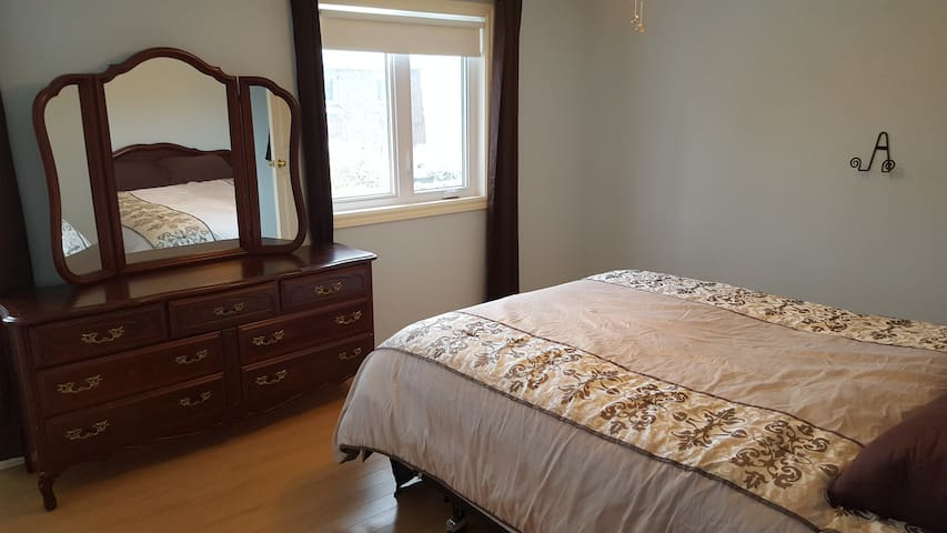 Beautiful renovated townhouse - Ottawa - House