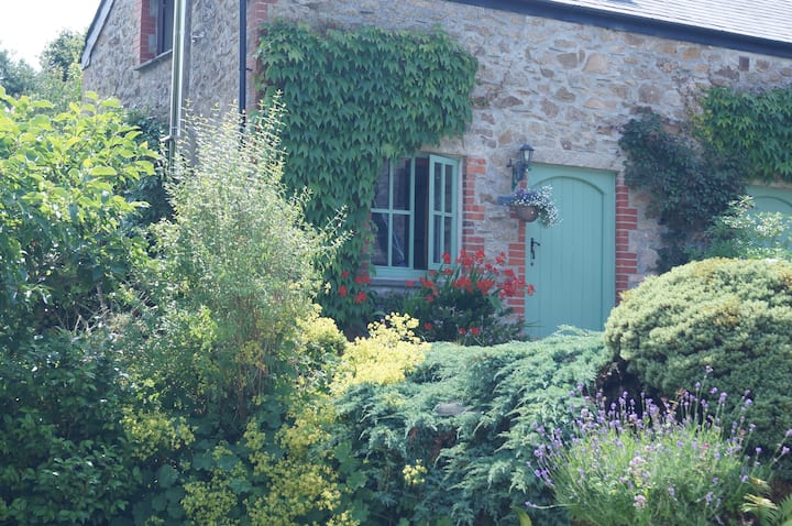 Lavender Cottage - Spacious and Pet Friendly