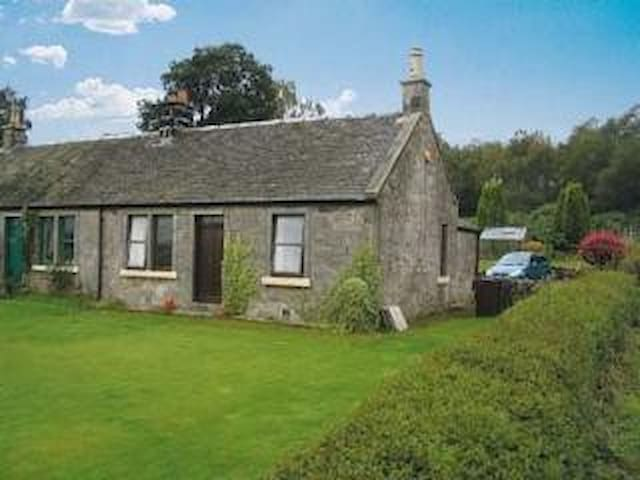 Peaceful country cottage in central Scotland