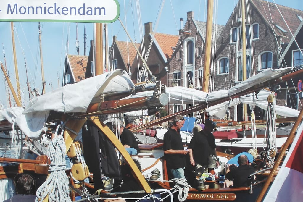 THE DUTCH BUOY: 18 km to Amsterdam CS. Live in our safe & authentic fishing-town. In our   high-end canal house.