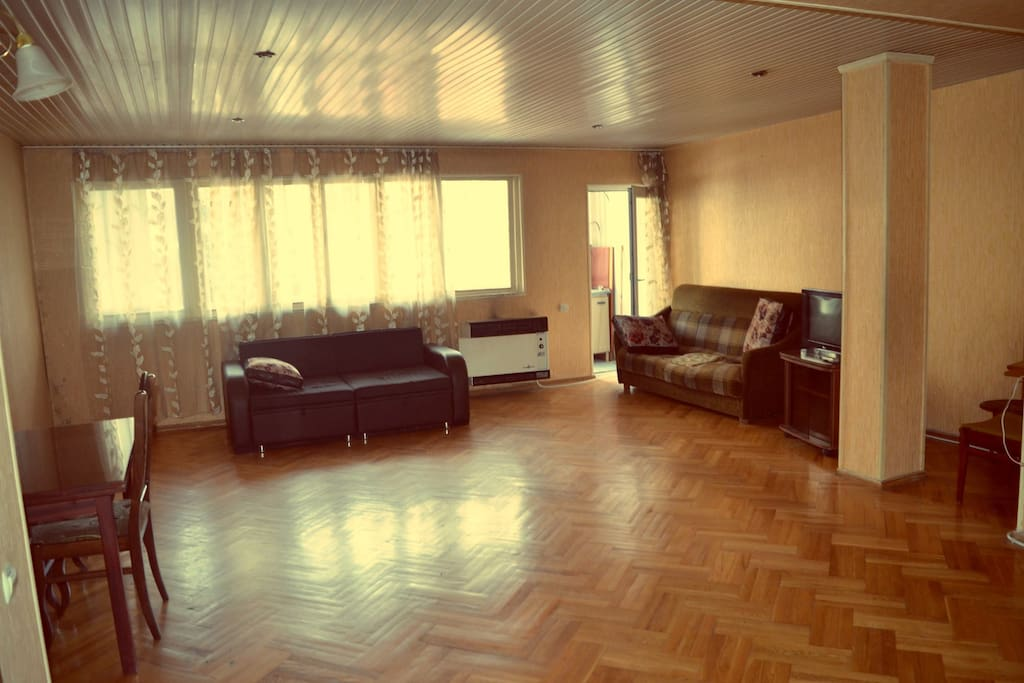 Tamara 39 s apartment appartements louer tbilisi for Canape tbilisi