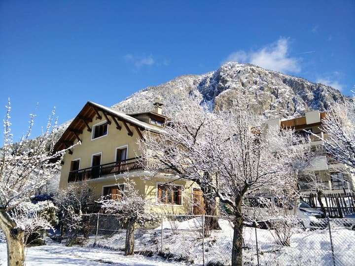 Chalet with 8 bedrooms in Briançon, with wonderful mountain view, furnished garden and WiFi - 1 km from the slopes