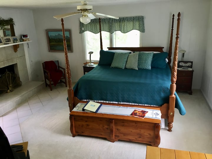 Relaxing Master Suite in Valle Crucis