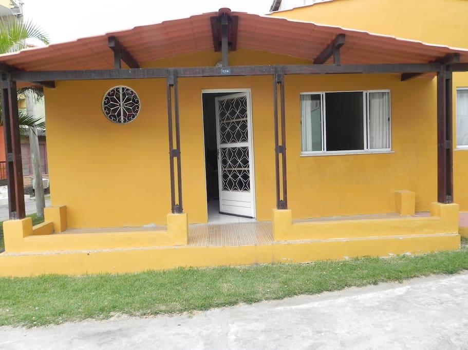 Frente e varanda