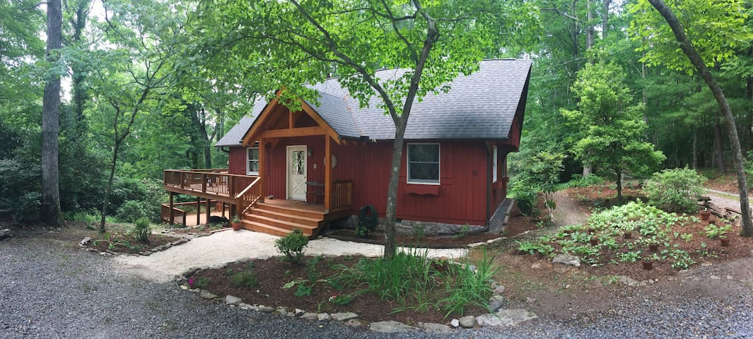 Red Chalet/2 Beds Sleep 4/Dogs ok - Pisgah Forest - Haus