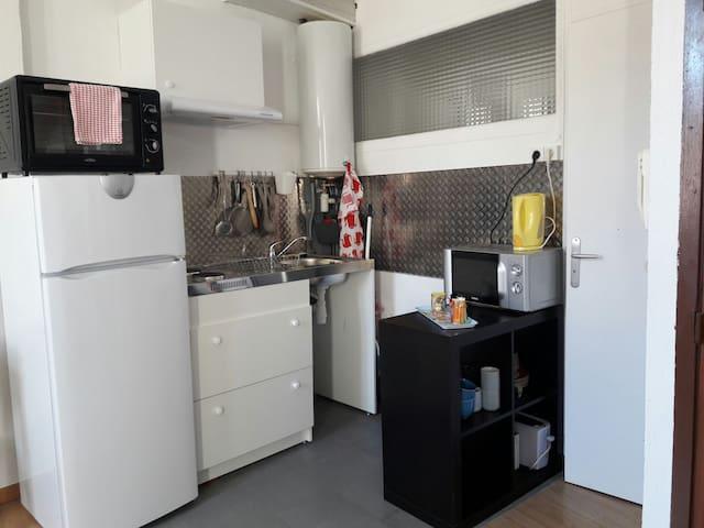 STUDIO COSY & LUMINEUX à 1 MIN DU PORT DE TOULON - Toulon - Appartamento