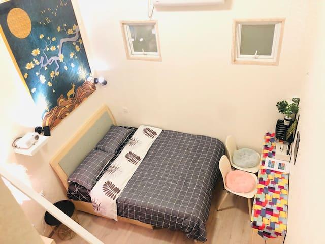 【M公寓】复式高窗双床房/投影仪/宜安广场/地铁五号线/loft