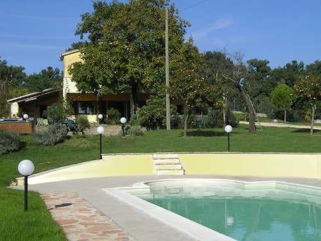 Casale panoramico con piscina - Otricoli
