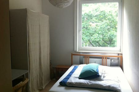 Cosy little room with view into the greenery - Hamburg - Apartment