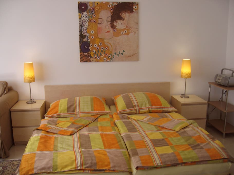 Comfortable bed 180 * 200 cm