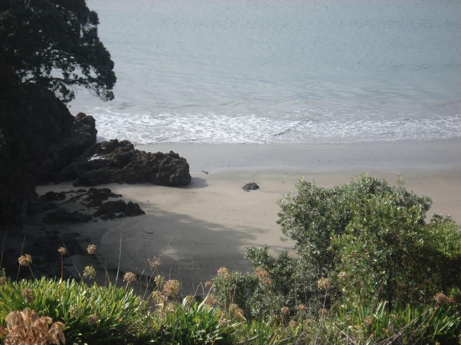5 Minutes walk to Little Oneroa Beach.