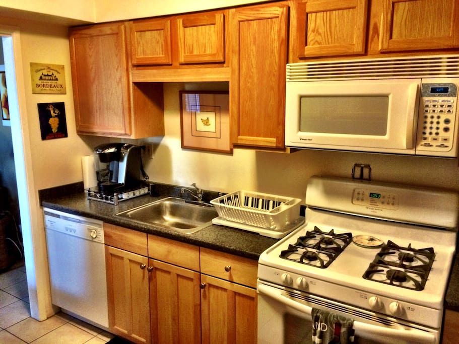 Fully equipped kitchen, Keurig coffe machine