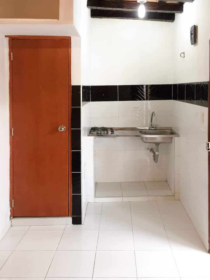 A6B3-Habitacion priv. cocina,centro, baño, wifi