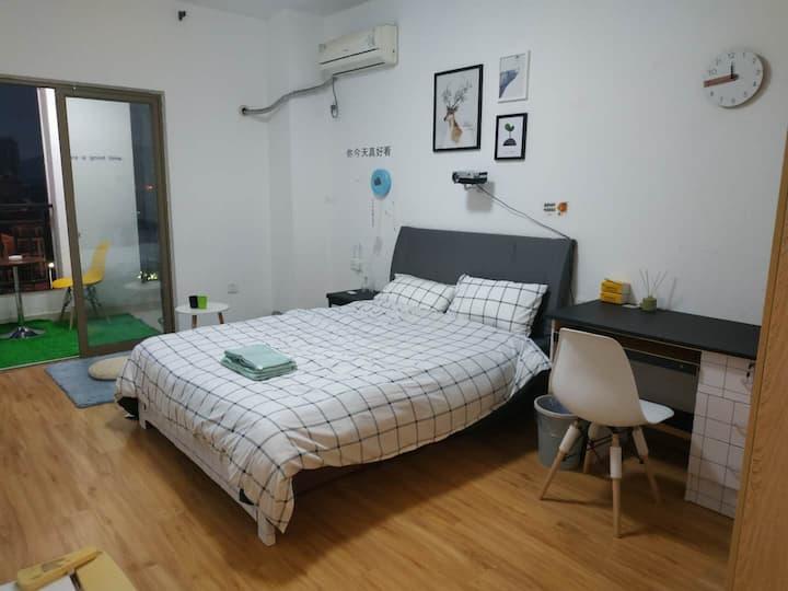 月租更优惠,高清投影北欧音乐风夜色公寓