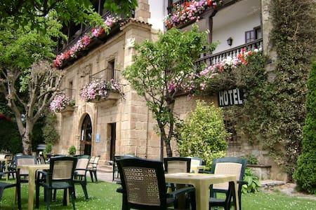 Hotel Museo Los Infantes Santillana - Santillana del Mar