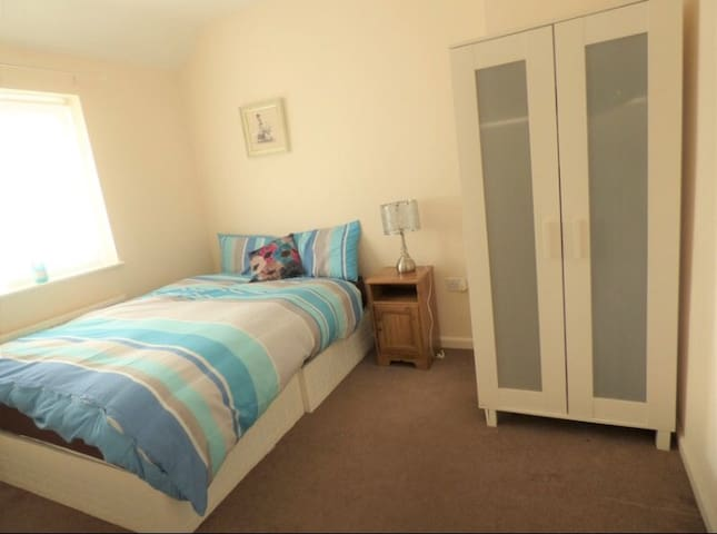 A cosy *Double Room* 15 mins to Central London