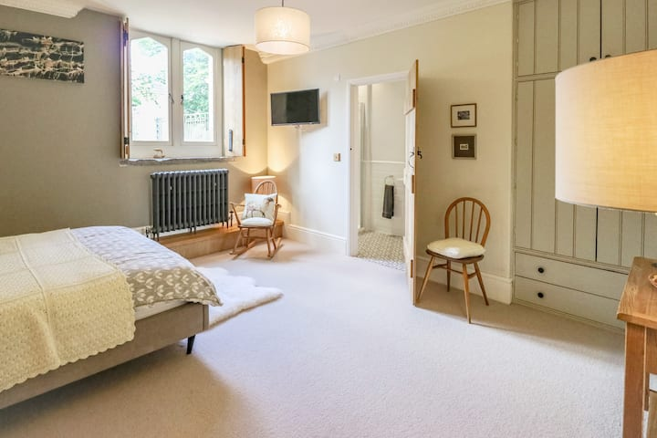 Lower Beeches: Stylish, quiet, great location