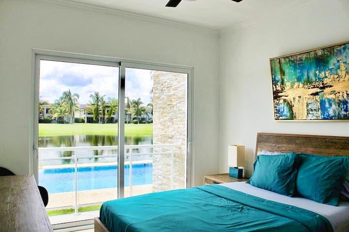 Luxurious 2 Bedroom/2 Bath Condo - Near Beach