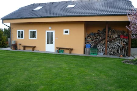 Dům na zahradě, rybník a parkování - Nové Strašecí