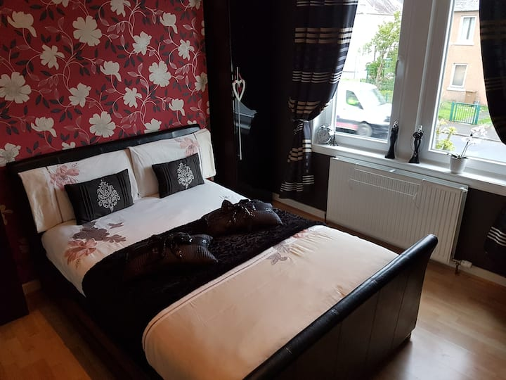 Charming double bed room. Room 1