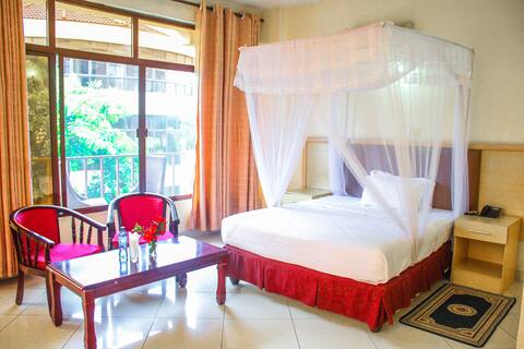 Landmark Hotel - Spacious Rooms for Holiday