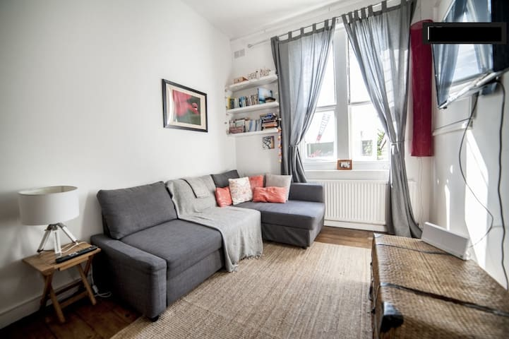 Beautiful flat in central London /private balcony
