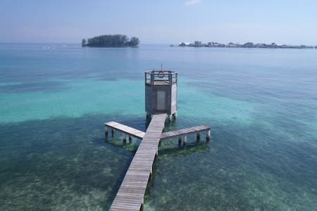 Your OWN CABIN with your own BEACH! - Utila - Sommerhus/hytte