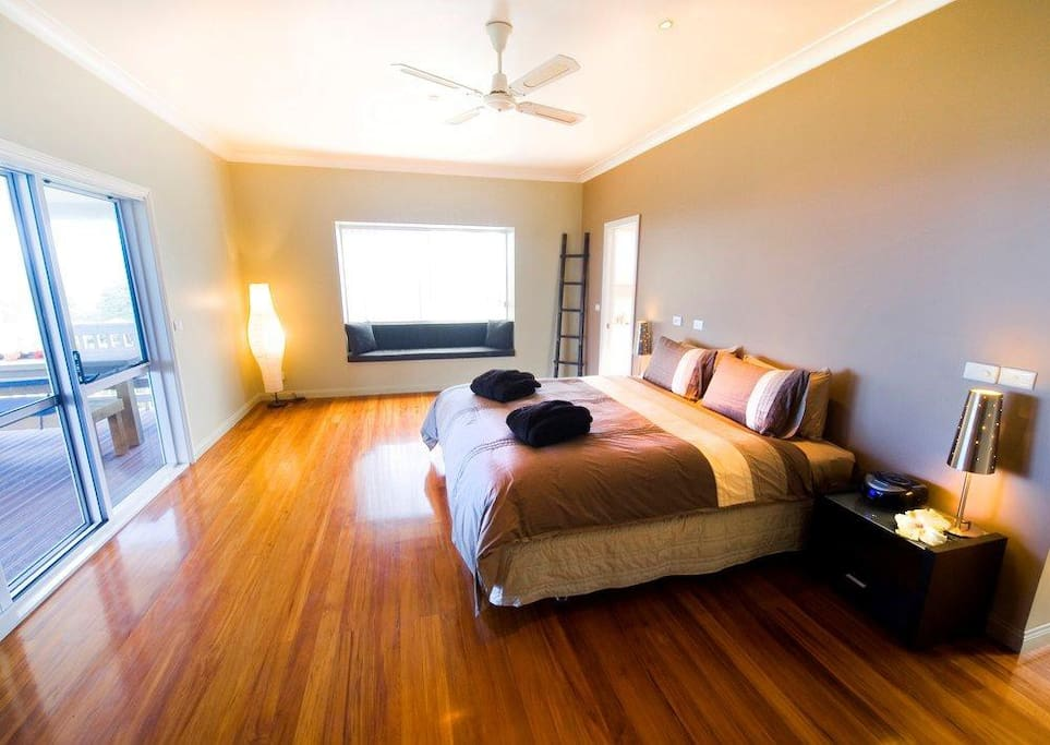 5 Massive King bedrooms