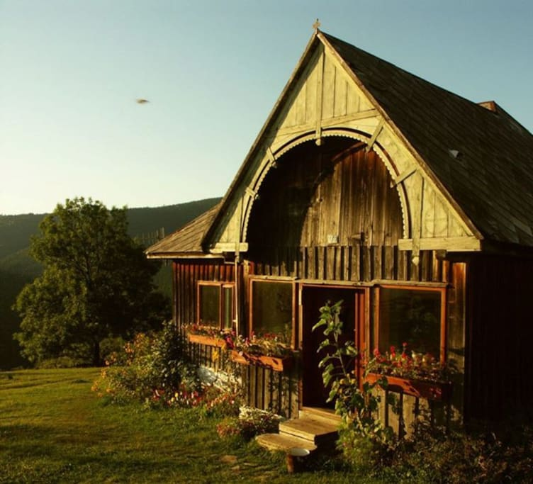 Main Cabin, Summer dawn