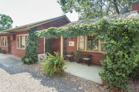 Private, 4 rm suite-Rosella Cottage - Upwey - Bed & Breakfast