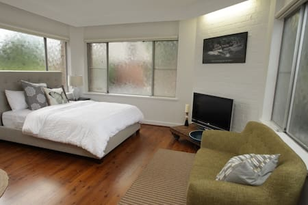 """Craigielea"" One bedroom garden apt - Chatswood"