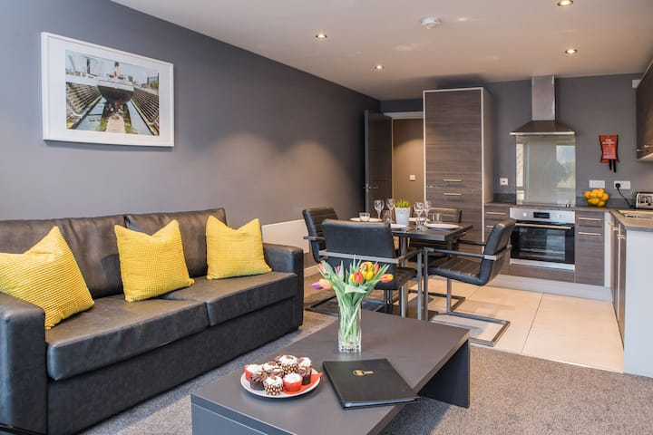 Trendy Apartment close to Windsor Park stadium
