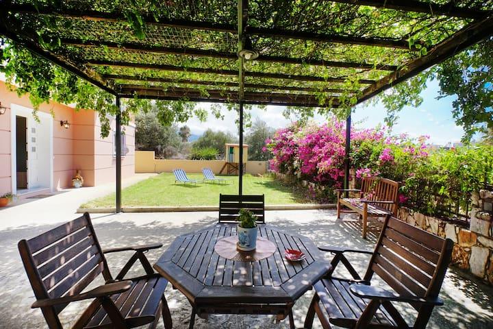 Maria's garden suite Agioi Apostoloi