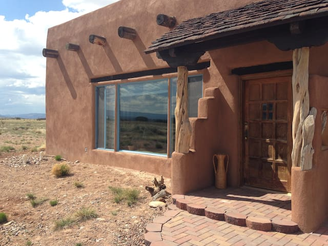 La Tierra of the High Mesas (Abiquiu) - Youngsville - House