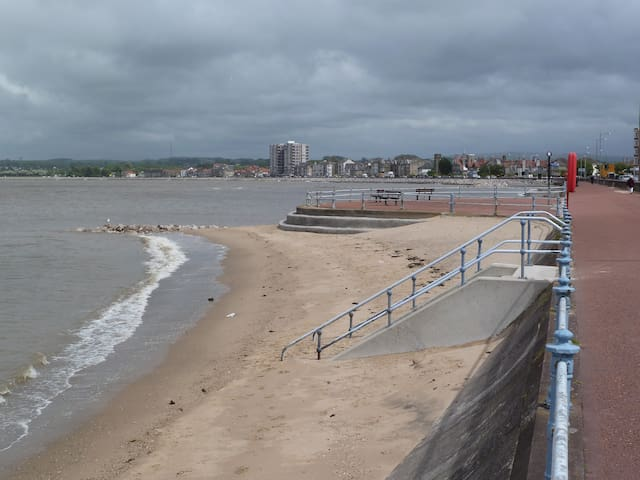 Princes Apartment, Holiday let by the sea