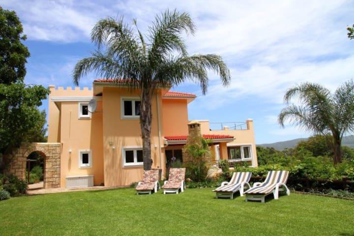 Littlewood Manor Holiday Villa