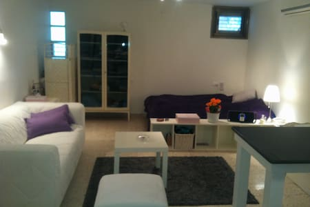 A comfy renovated romantic beauty - Herzliyya - Flat