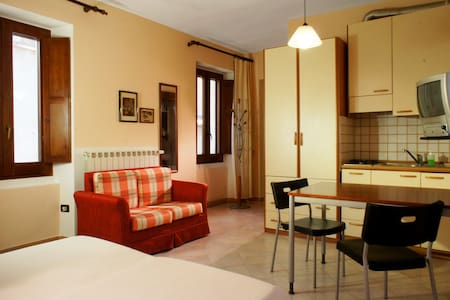 Nice studio-apartments/city center - Sulmona - Bed & Breakfast