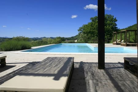 Independent apartments and pool - Cagli