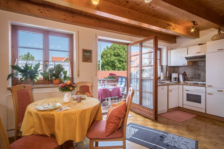 Holiday Apartment 'Haus Desor' with Lake View, Wi-Fi, Balcony & Shared Garden; Parking Available